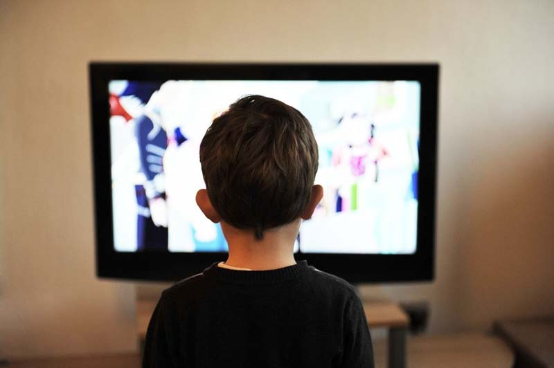 child-watches-television2